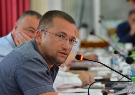 """Liberalul Sebastian Lascu și-a dat demisia din Consiliul Judeţean Bihor, pentru că nu mai poate """"sta la masă"""" cu Pásztor Sándor"""