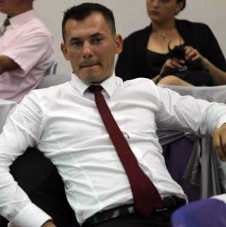 Hoţ profesionist: Bărbatul din Sântandrei arestat pentru că a furat aproape 400 de poşete Prada este expert în infracţiuni