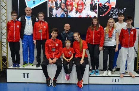 Zece clasări pe podium pentru orădenii de la King Do-Lios la Openul Ungariei la Taekwon-do ITF, de la Budakalasz