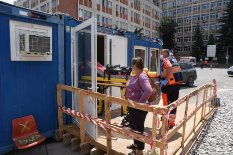 FOTO: Urgenţele Spitalului Judeţean s-au mutat în containere medicale până în septembrie. Se vor muta apoi într-o clădire ultramodernă