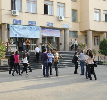 Studenţii, aşteptaţi să-şi confirme locurile la Universitate