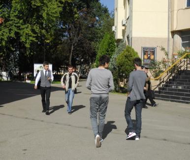 Studenţii orădeni mai au o singură zi pentru a cere bilete de tabără