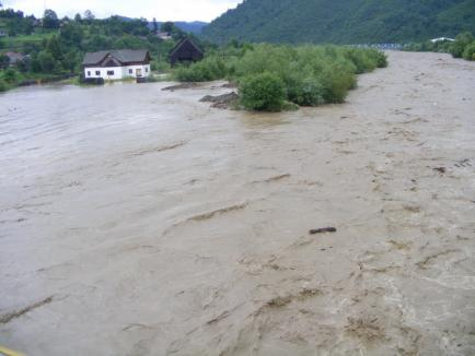 Bihorenii, îndemnaţi la solidaritate: Prefectura strânge ajutoare pentru sinistraţi