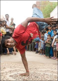 N-are picioare, dar e as la breakdance (VIDEO)