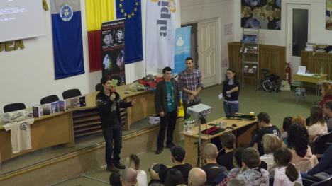 """""""Expediția - Chemare în necunoscut"""": Horia Colibășanu a atras peste 150 de orădeni în Aula Magna (FOTO)"""