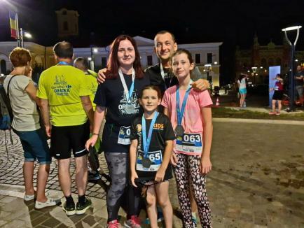 Goană nocturnă: Peste 360 de sportivi au alergat la Oradea Night Run (FOTO / VIDEO)