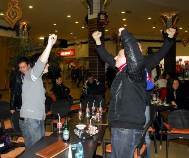 Zeci de orădeni au ieşit la cafea cu jucătorii FC Bihor (FOTO)