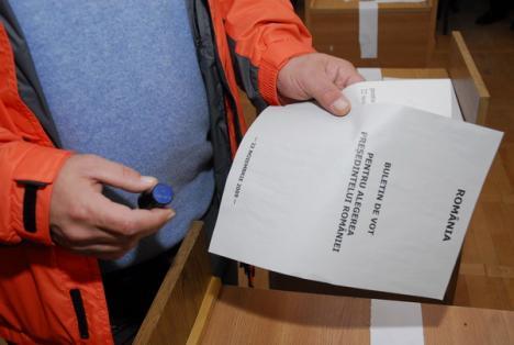 Amendat, pentru că a fotografiat un buletin de vot