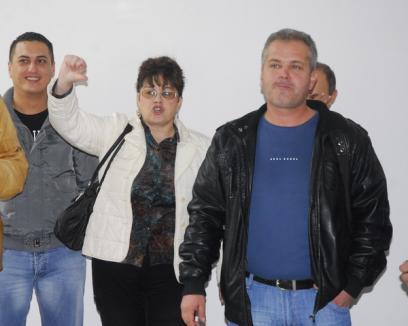 Folcloriştii de la Filarmonică protestează din nou împotriva lui Ciucur (FOTO)
