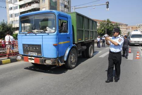 Autobasculanta care a lovit pe trecere patru pietoni nu avea licenţă de transport