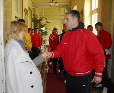 De 8 martie, fotbaliştii de la FC Bihor au împărţit garoafe (FOTO)