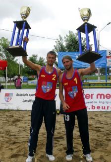 Orădenii i-au învins pe orădeni în turneul de beach-volley (FOTO)