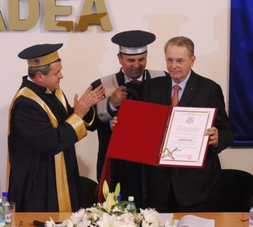 Preşedintele Comitetului Olimpic Internaţional a primit titlul de Doctor Honoris Causa al Universităţii (FOTO)