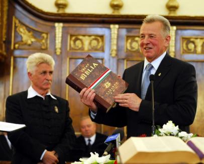 """Preşedintele Ungariei, despre Tokes: """"Reprezintă pentru maghiari ceea ce Vaclav Havel este pentru cehi"""" (FOTO)"""