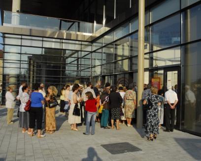 Orădenii au dat buzna la deschiderea Billa (FOTO)