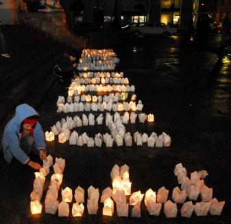 Earth Hour a avut 'priză' la orădeni, chiar şi pe ploaie (FOTO)