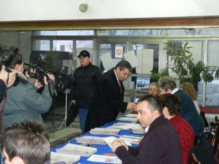 Candidaţii USL, primii la vot (FOTO)