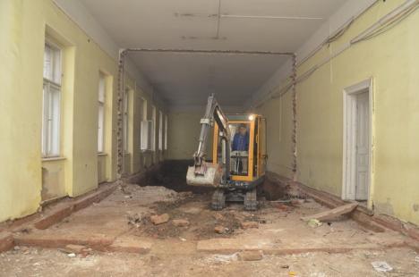 Şantier nou: Se desfiinţează parcările din jurul Palatului de Justiţie! (FOTO)