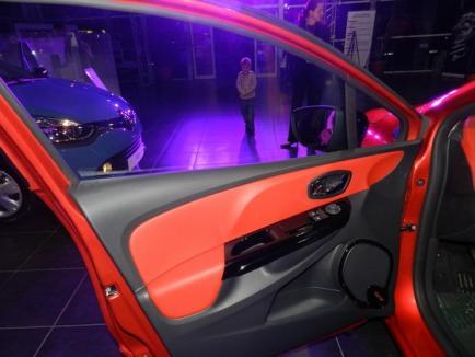 Ai permis? Poţi încerca o maşină la Auto Bara: noul Renault Clio (FOTO)