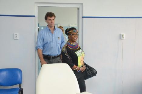 Nelson Mandela Day: Primarul Ilie Bolojan şi Jaco du Plessis au donat sânge în prezenţa ambasadoarei Africii de Sud (FOTO)