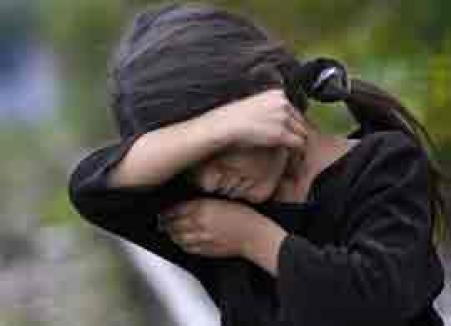 Caz şocant în Constanţa: fetiţă vândută şi ţinută în lanţuri