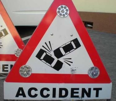 Izbită din spate de un şofer neatent, o orădeancă s-a răsturnat cu maşina pe strada Transilvaniei
