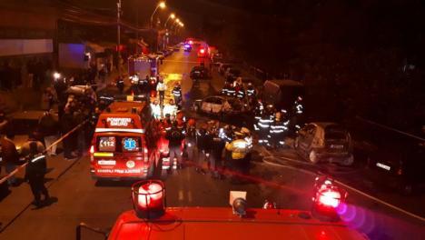 Accident grav, cu 6 maşini, în Capitală: o femeie a murit, patru autoturisme au luat foc (FOTO)