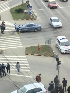 Preotul din Cordău, Teodor Bonce, a rămas fără permis: A trecut cu Mercedesul pe roşu, a lovit un alt Merțan şi s-a oprit într-un stâlp! (FOTO / VIDEO)