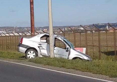 """""""Zbor"""" spre spital: Un orădean a ajuns cu maşina într-un stâlp lângă Aeroport"""