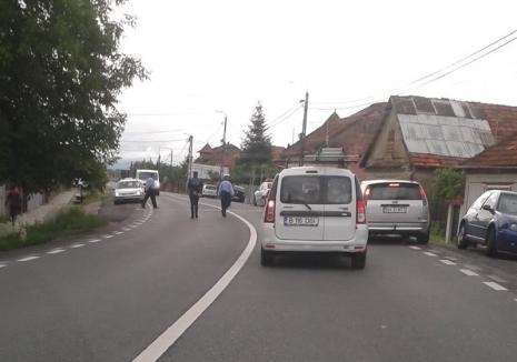 Şofer fugar căutat de Poliţia Aleşd: Un ungur a intrat cu maşina într-o casă şi s-a făcut nevăzut