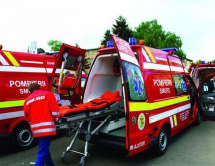 Accident grav între un microbuz şi un autoturism pe DN 66A: Cel puţin 13 persoane au fost rănite