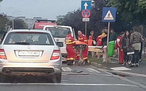 Accident cu două mașini și un microbuz în Oradea: Trei copii răniți, dintre care o fetiță în cod roșu medical