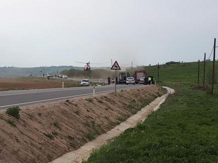 Accident grav pe DN 76, în Beiuș. O persoană a decedat, iar alta a fost preluată de elicopterul SMURD. Trafic blocat pe ambele sensuri de mers! (FOTO)