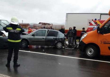 Accident în Beiuş: Cinci persoane au ajuns la spital, patru maşini au fost buşite (FOTO)