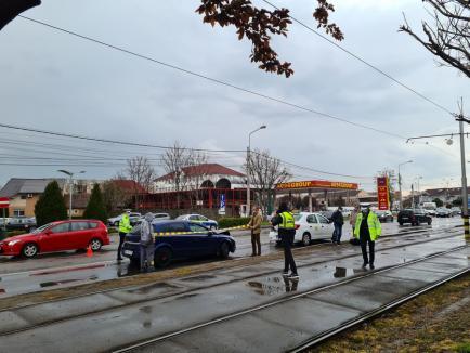Carambol cu trei mașini în Oradea: O femeie a ajuns la spital (FOTO / VIDEO)