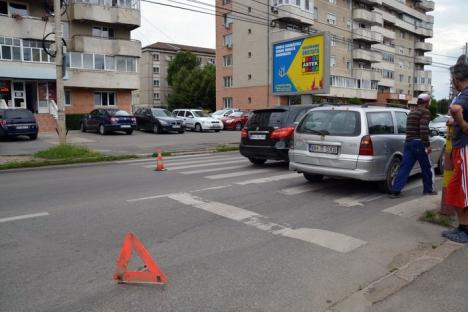 Accident lângă Poliţie: Un şofer a lovit o femeie ce traversa pe trecerea de pietoni (FOTO)
