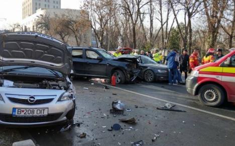 Accident şocant în Capitală: După ce a prizat cocaină, un şofer de BMW a buşit 3 maşini, bătându-şi nevasta la volan (VIDEO)