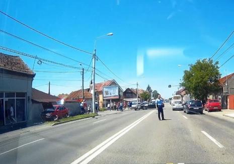 Accident cu victimă pe Calea Clujului din Oradea: Un Audi și un Opel s-au lovit, acroșând un pieton (FOTO)