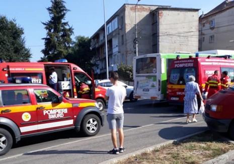 Accident pe Calea Clujului: Un autobuz şi un autoturism s-au lovit, patru persoane au ajuns la spital
