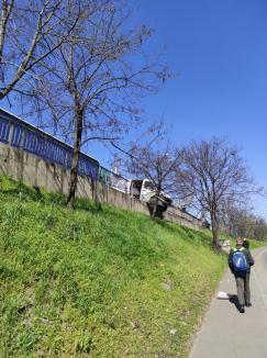 Accident în Oradea: un TIR a izbit o autoutilitară pe centură, un şofer al OTL a ajuns la spital (FOTO / VIDEO)