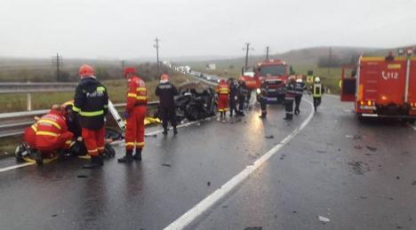 IMAGINI devastatoare de la locul accidentului de la Diosig: Şoferiţa nu a adaptat viteza la condiţiile de drum umed (FOTO / VIDEO)