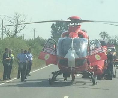 Accident grav pe DN79 lângă Mădăras: O maşină a intrat sub un TIR, o victimă adusă cu elicopterul la Oradea (FOTO)