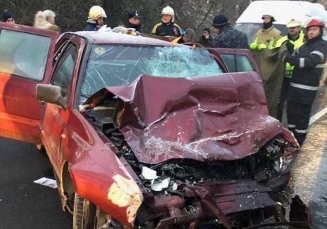 Poliţia Bihor despre accidentul de pe DN76: Şoferul de 18 ani a condus cu viteză prea mare