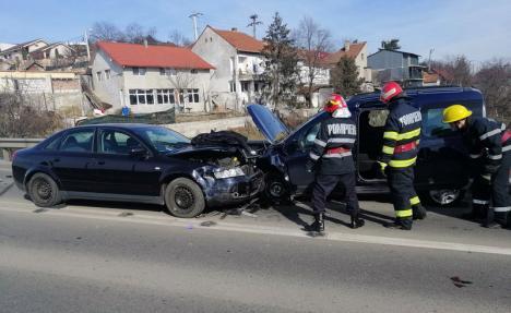 Accident cu 4 victime pe drumul expres din Oradea: Două maşini s-au lovit, o persoană a fost încarcerată. Un șofer era criță!
