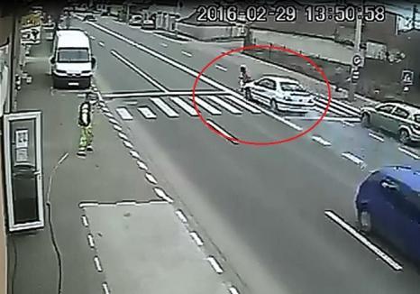 VIDEO cutremurător: O fetiţă de doar 10 ani, lovită pe zebră, pe Calea Clujului de un şofer vitezoman