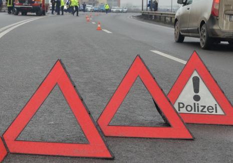 Accident în Beiuș, între un Nissan și Mercedes. O persoană a fost transportată la spital