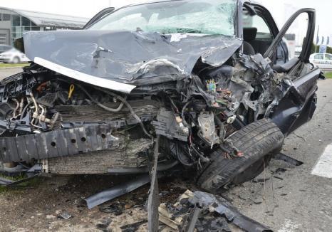 Două maşini s-au ciocnit pe DN 76, lângă Ceica: cinci persoane au fost rănite, între care şi un copil de 8 ani