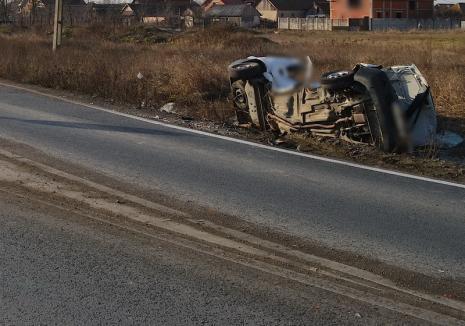 Accident în comuna Tarcea: Un microbuz s-a izbit de un stâlp de curent, doi adulţi şi doi copii, duși la spital
