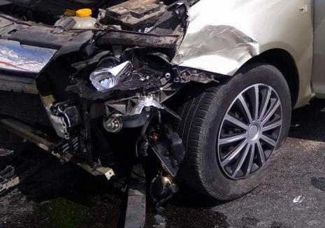 Carambol la Mădăras: Două maşini şi un TIR s-au ciocnit din cauza unei depăşiri neregulamentare
