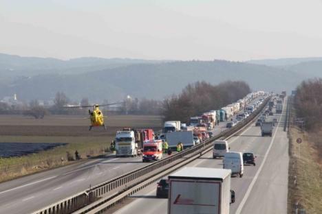 Accident grav în Germania, provocat de un şofer român de TIR care... se uita la un film